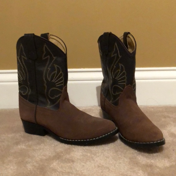 921d9734a48 Size 2.5 kids cowboy boots. New without tags